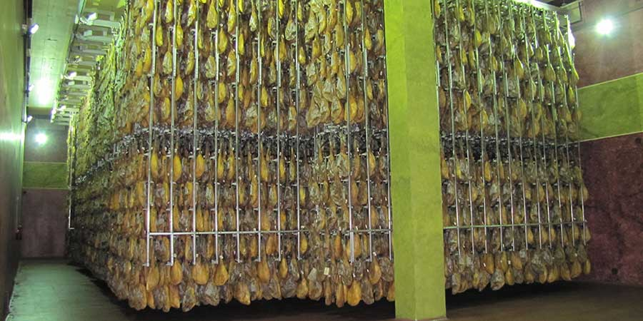 Curación del jamón en el secadero
